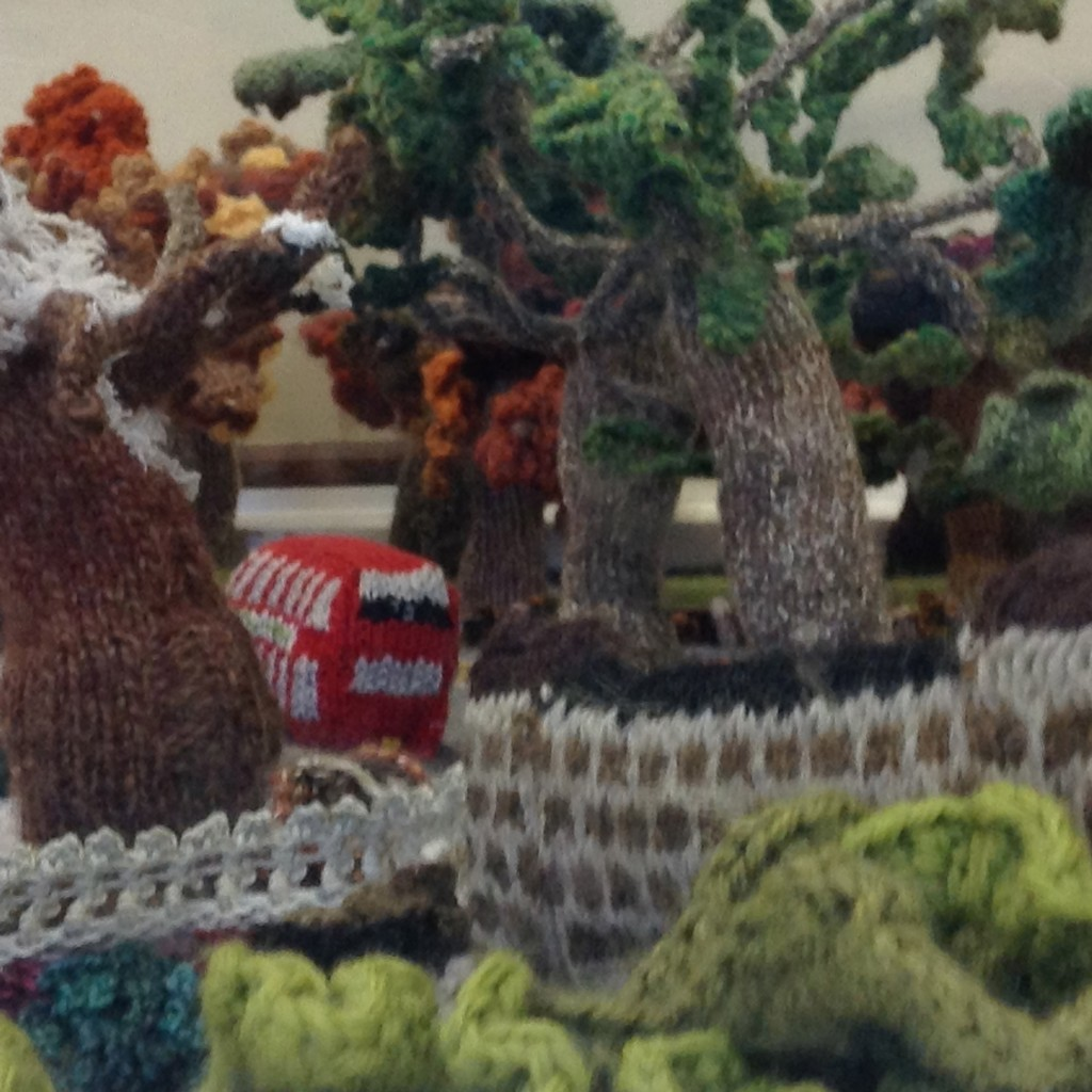 Tiny Little Knitted Bus!